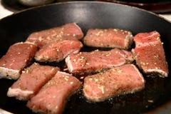 Pan-Gebratenes Steak geschnitten Stockbilder