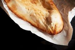 Pan georgiano cocido en horno de la arcilla Shotis Puri Fresco con una corteza curruscante Fotos de archivo libres de regalías