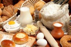 Pan, harina, leche, huevos? imagen de archivo libre de regalías
