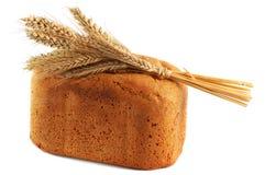 Pan hecho en casa con el oído del trigo Foto de archivo libre de regalías