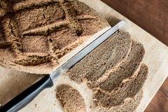 Pan hecho en casa con el trigo de Khorasan Kamut y la harina de centeno, leudados Fotografía de archivo