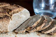 Pan hecho en casa con el trigo de Khorasan Kamut y la harina de centeno, leudados Fotos de archivo