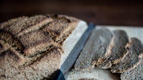 Pan hecho en casa con el trigo de Khorasan Kamut y la harina de centeno, leudados Foto de archivo