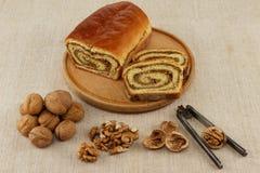 Pan hecho en casa de la nuez imagenes de archivo