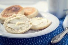 Pan hecho en casa del desayuno del mollete inglés Imagen de archivo libre de regalías