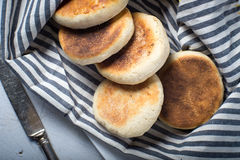 Pan hecho en casa del desayuno del mollete inglés Foto de archivo libre de regalías
