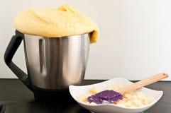 Pan hecho en casa del robot de la cocina imagen de archivo libre de regalías