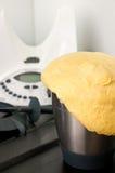 Pan hecho en casa del robot de la cocina imágenes de archivo libres de regalías