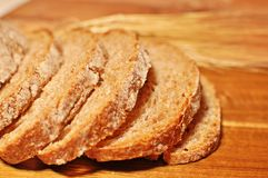 Pan hecho en casa sano del cereal marr?n imágenes de archivo libres de regalías