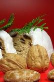 Pan helado de la pasa y de tuerca Imagen de archivo libre de regalías