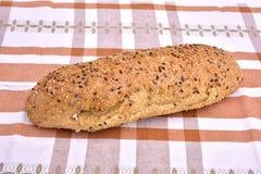 Pan integral del grano orgánico con las semillas Fotografía de archivo