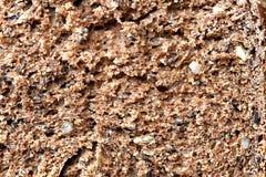 Pan marrón integral con las semillas cortadas Macro Texture fotos de archivo