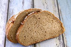 Pan marrón del trigo integral Fotos de archivo libres de regalías