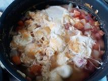 Pan met soep stock afbeelding
