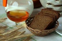 Pan negro con leche Fotografía de archivo libre de regalías