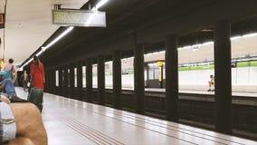 Pan over Metro van Barcelona post van Drassanes-de snelle motie van de tijdtijdspanne stock videobeelden