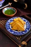 Pan Pakora con salsa picante de la espinaca del coriandro fotografía de archivo