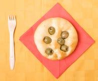 Pan plano con la aceituna Fotos de archivo