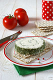 Pan quebradizo y queso francés con las hierbas de Provencal Imagen de archivo libre de regalías
