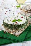 Pan quebradizo y queso francés con las hierbas de Provencal Imagen de archivo