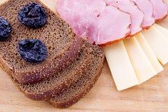 Pan, queso y jamón rebanados Foto de archivo