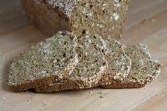 Pan recientemente cocido al horno, rebanado Imágenes de archivo libres de regalías