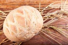 Pan redondo con trigo Fotos de archivo libres de regalías