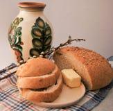 Pan redondo fresco con salvado Imagenes de archivo