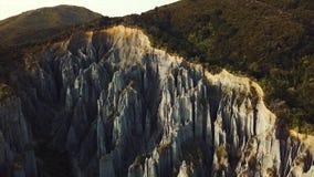 Pan Right aéreo, formación del pináculo en Nueva Zelanda metrajes