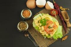 Pan tostado con los huevos revueltos Imagen de archivo libre de regalías