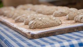 Pan tradicional de la harina de Rye cocinado en sitio durante imagen de archivo libre de regalías