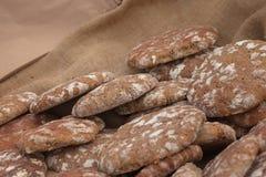 Pan tradicional de la harina de Rye cocinado en sitio durante fotos de archivo
