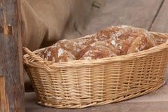 Pan tradicional de la harina de Rye cocinado en sitio durante foto de archivo