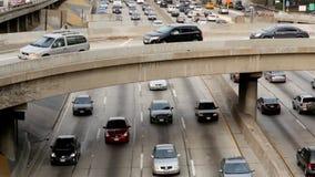 Pan Up de la circulación densa en Los Ángeles céntrico almacen de metraje de vídeo