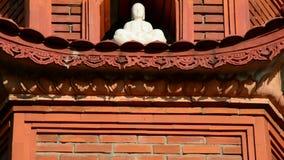 Pan Up de Tran Quoc Pagoda Temple en Hanoi Vietnam almacen de metraje de vídeo