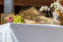 Pan, uvas y símbolo del trigo de Christian Holy Communion en el Ch imagen de archivo libre de regalías