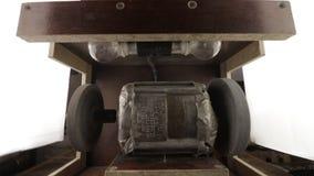 Pan van de molen zelf van de douanebank gemaakt op de sovjetmotor van de wasserijmachine gebaseerd stock videobeelden