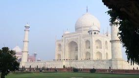 Pan van Taj Mahal, Agra, Uttar Pradesh, India wordt geschoten dat stock videobeelden
