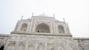 Pan van Taj Mahal, Agra, Uttar Pradesh, India wordt geschoten dat stock footage