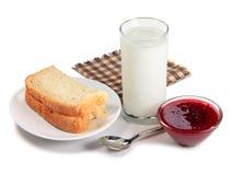 Pan, vidrio de leche y atasco de frambuesa Imagen de archivo libre de regalías