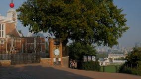 Pan von Greenwich zum königlichen Observatorium stock footage