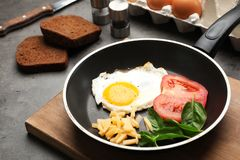 Free Pan With Fried Sunny Side Up Egg, Cheese And Tomato Royalty Free Stock Image - 131632086
