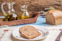 Pan y aceite de oliva deletreados Fotos de archivo