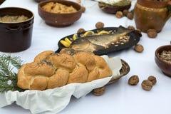 Pan y carpa en la tabla de Chistmas Fotos de archivo