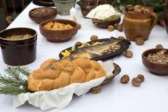 Pan y carpa en la tabla de Chistmas Imagen de archivo libre de regalías