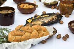 Pan y carpa en la tabla de Chistmas Fotografía de archivo