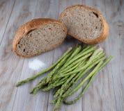 Pan y espárrago fresco Imagen de archivo