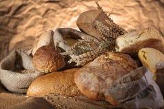 Pan y granos fotografía de archivo libre de regalías