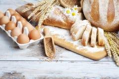 Pan y huevos de la panadería Fotografía de archivo