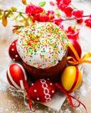 Pan y huevos de Pascua con el flor de la manzana Fotos de archivo libres de regalías